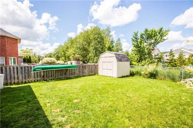 Detached at 60 Country Lane, Barrie, Ontario. Image 9