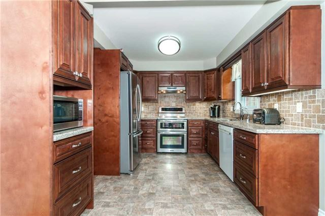 Detached at 112 Birchwood Dr, Barrie, Ontario. Image 14
