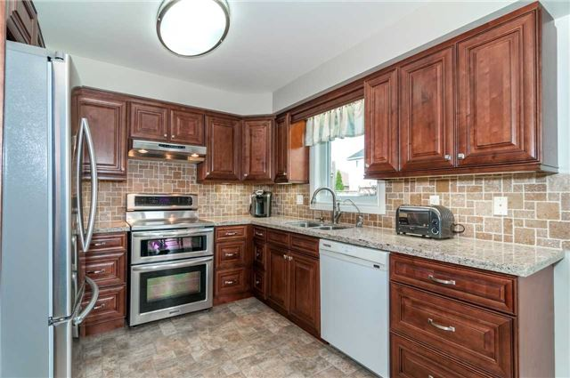 Detached at 112 Birchwood Dr, Barrie, Ontario. Image 15
