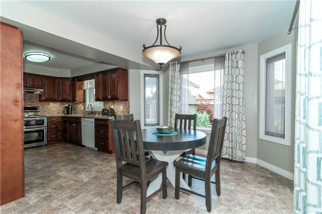 Detached at 112 Birchwood Dr, Barrie, Ontario. Image 16