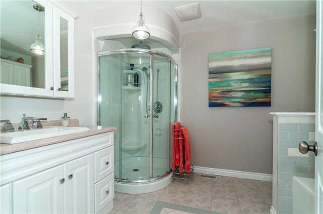 Detached at 112 Birchwood Dr, Barrie, Ontario. Image 2