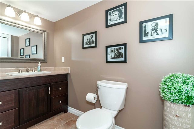 Detached at 112 Birchwood Dr, Barrie, Ontario. Image 6