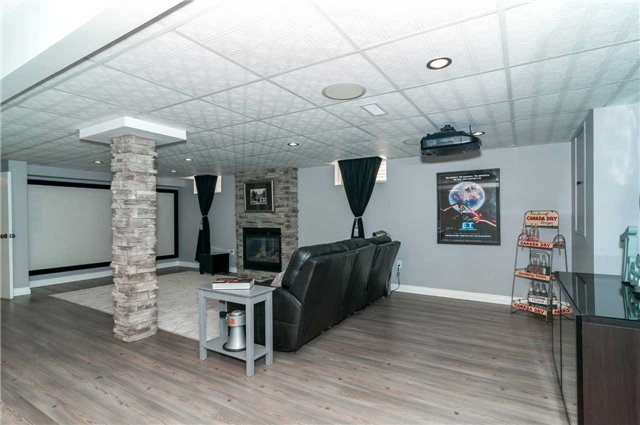 Detached at 112 Birchwood Dr, Barrie, Ontario. Image 7
