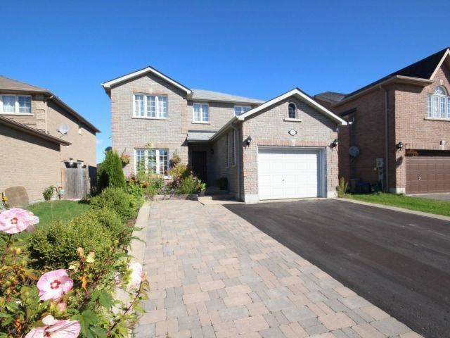 Detached at 66 Jessica Dr, Barrie, Ontario. Image 12