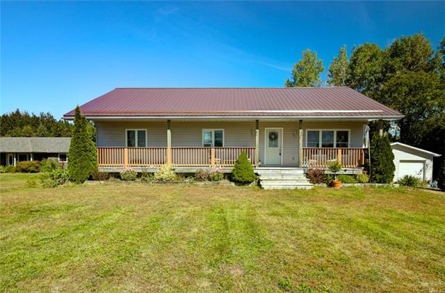 Detached at 418 Warrington Rd, Clearview, Ontario. Image 1