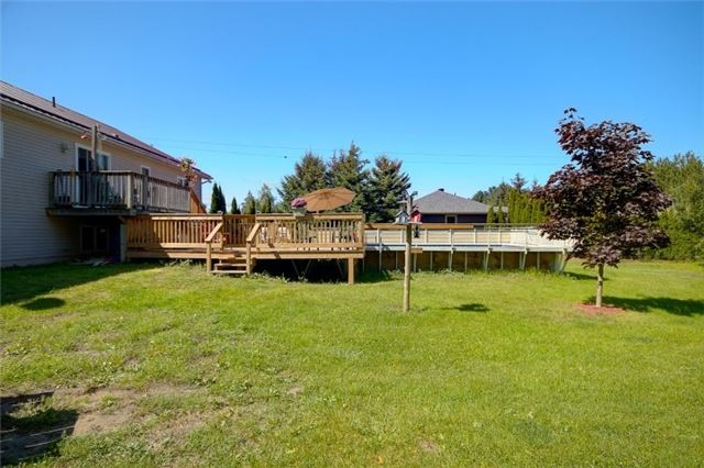 Detached at 418 Warrington Rd, Clearview, Ontario. Image 3