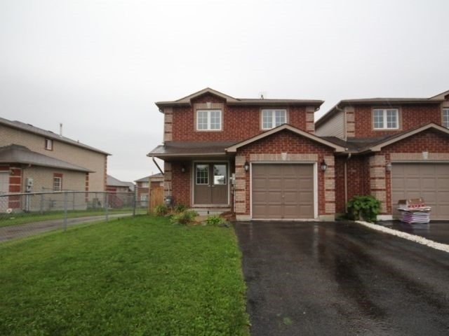 Link at 48 Dunsmore Lane, Barrie, Ontario. Image 1
