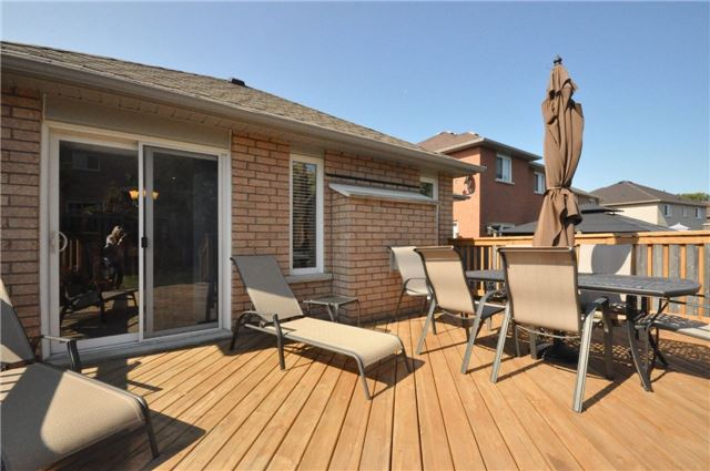 Detached at 50 Prince Of Wales Dr, Barrie, Ontario. Image 11