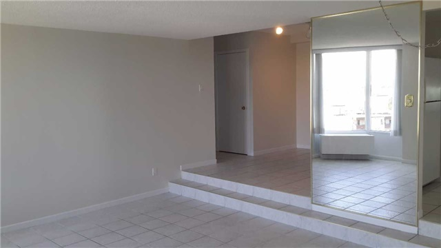 Condo Apartment at 181 Collier St, Unit 1005, Barrie, Ontario. Image 10