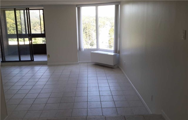 Condo Apartment at 181 Collier St, Unit 1005, Barrie, Ontario. Image 11