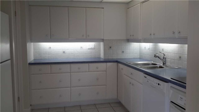 Condo Apartment at 181 Collier St, Unit 1005, Barrie, Ontario. Image 12