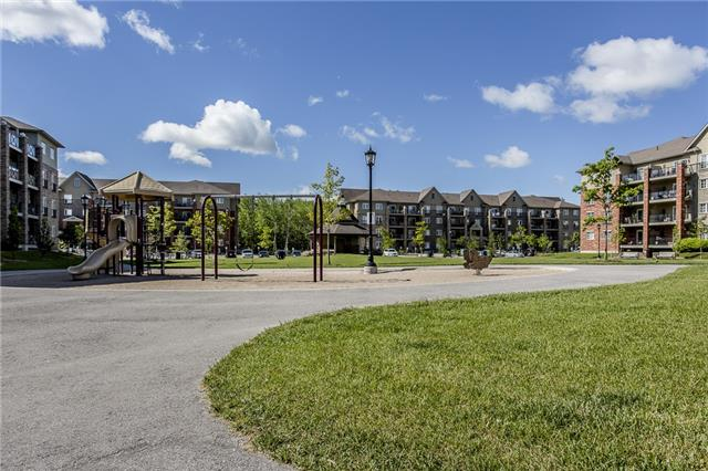 Condo Townhouse at 53 Ferndale Dr S, Unit 4, Barrie, Ontario. Image 2