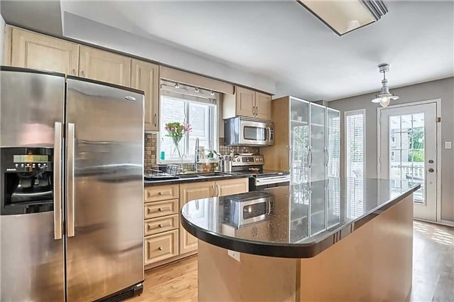 Detached at 23 Lucas Ave, Barrie, Ontario. Image 16