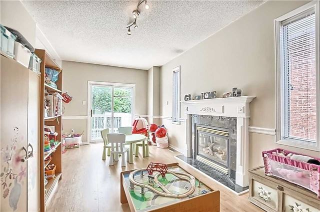 Detached at 23 Lucas Ave, Barrie, Ontario. Image 18
