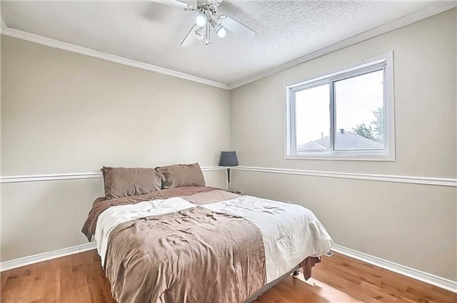 Detached at 23 Lucas Ave, Barrie, Ontario. Image 4