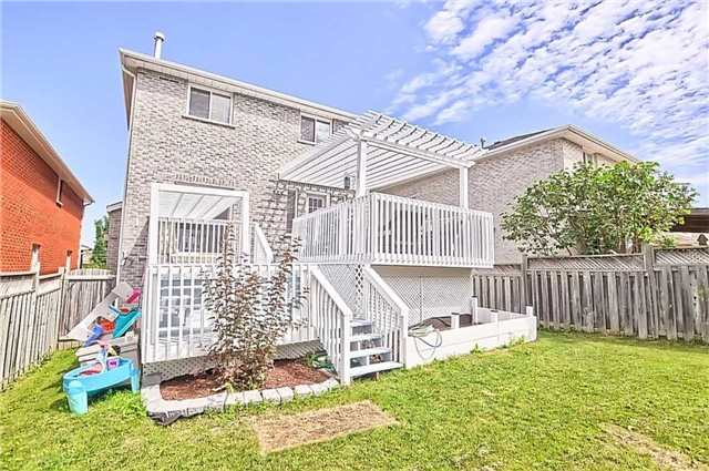 Detached at 23 Lucas Ave, Barrie, Ontario. Image 10