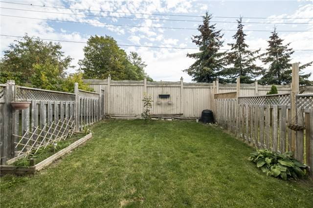 Townhouse at 53 Courtney Cres, Barrie, Ontario. Image 4