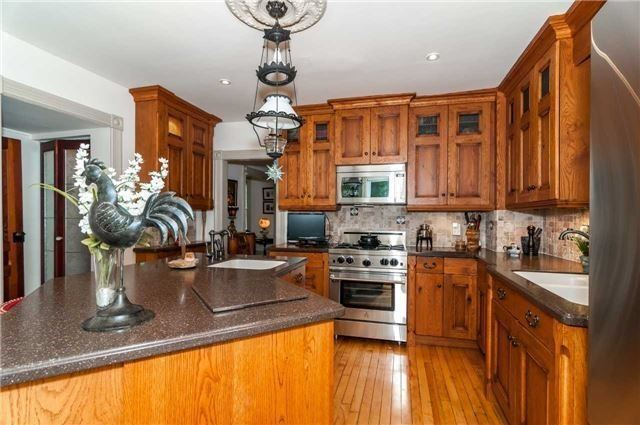 Detached at 17 Frances St N, Barrie, Ontario. Image 16