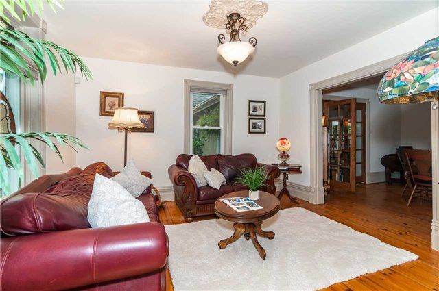 Detached at 17 Frances St N, Barrie, Ontario. Image 2