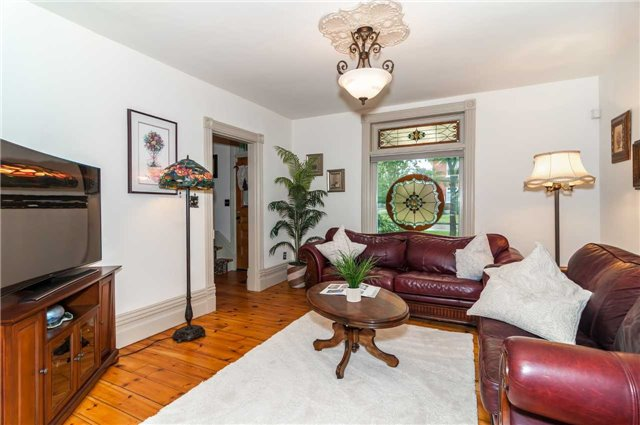Detached at 17 Frances St N, Barrie, Ontario. Image 3