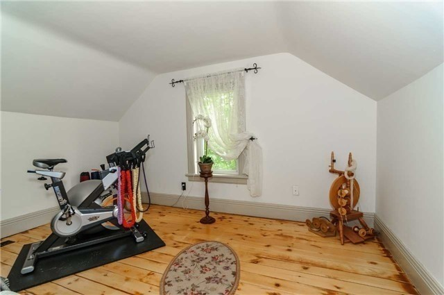 Detached at 17 Frances St N, Barrie, Ontario. Image 8