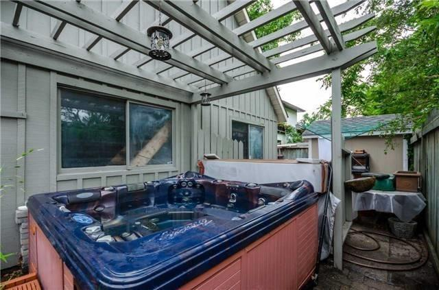 Detached at 17 Frances St N, Barrie, Ontario. Image 11