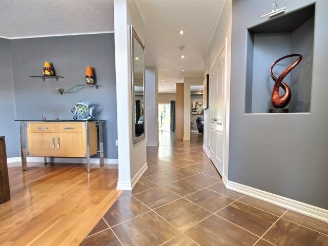 Detached at 11 Stapleton Pl, Barrie, Ontario. Image 12