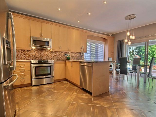 Detached at 11 Stapleton Pl, Barrie, Ontario. Image 15