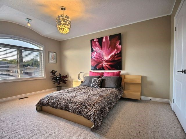 Detached at 11 Stapleton Pl, Barrie, Ontario. Image 3