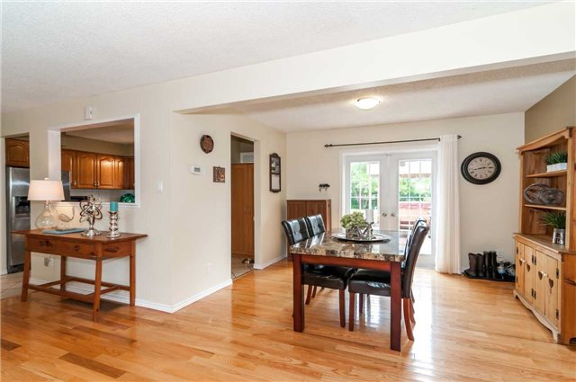 Detached at 176 Collins St S, Collingwood, Ontario. Image 14