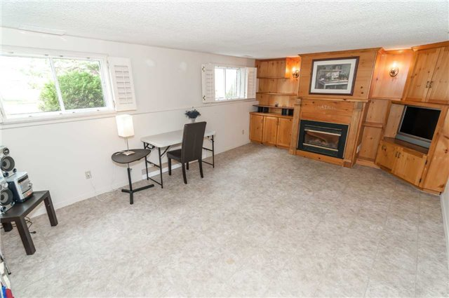 Detached at 176 Collins St S, Collingwood, Ontario. Image 2