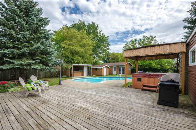 Detached at 176 Collins St S, Collingwood, Ontario. Image 4