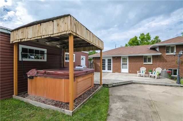 Detached at 176 Collins St S, Collingwood, Ontario. Image 9