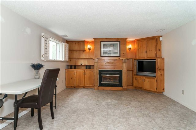 Detached at 176 Collins St S, Collingwood, Ontario. Image 10