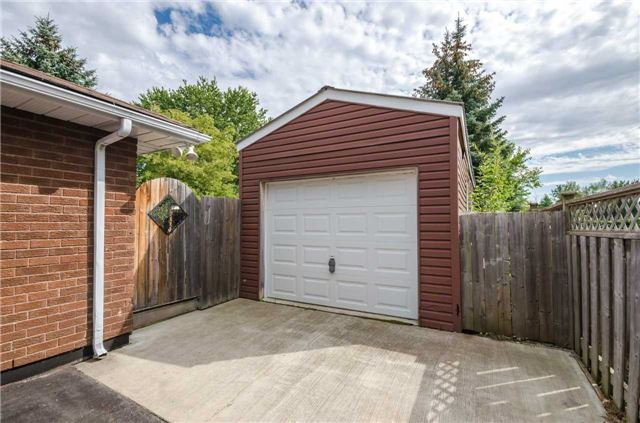 Detached at 176 Collins St S, Collingwood, Ontario. Image 12