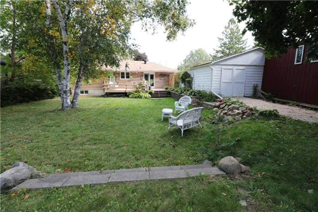 Detached at 122 Vancouver St, Barrie, Ontario. Image 9