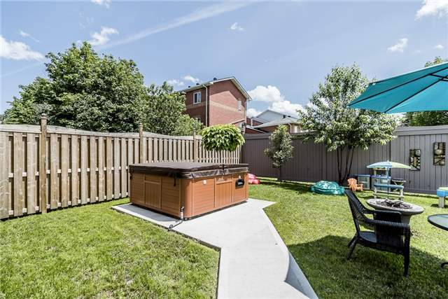 Detached at 2 Pearcey Cres, Barrie, Ontario. Image 3