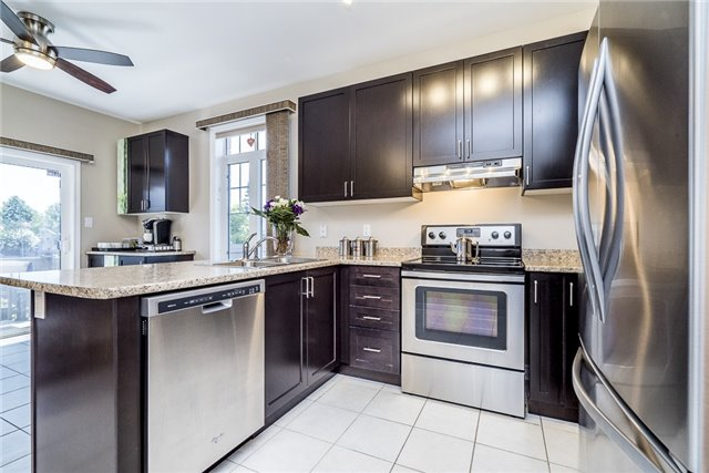 Detached at 2 Pearcey Cres, Barrie, Ontario. Image 4