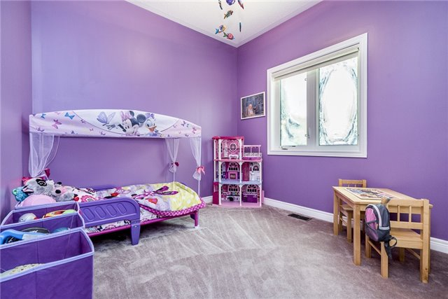 Detached at 2 Pearcey Cres, Barrie, Ontario. Image 7
