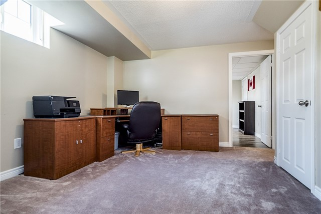 Detached at 2 Pearcey Cres, Barrie, Ontario. Image 8