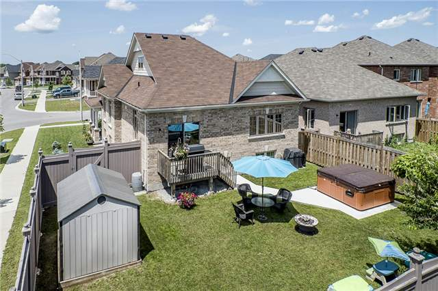 Detached at 2 Pearcey Cres, Barrie, Ontario. Image 2