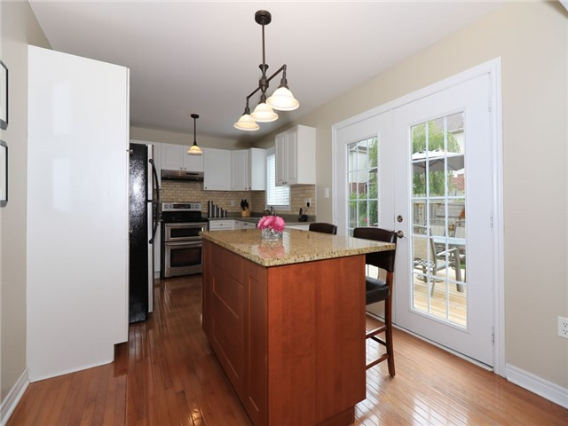 Detached at 15 Brookwood Dr, Barrie, Ontario. Image 16