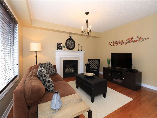 Detached at 15 Brookwood Dr, Barrie, Ontario. Image 2