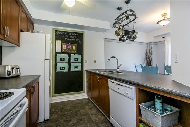 Townhouse at 27 Brucker Rd, Barrie, Ontario. Image 5