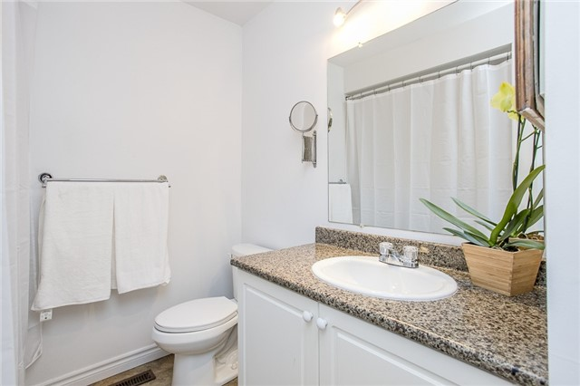 Townhouse at 27 Brucker Rd, Barrie, Ontario. Image 2