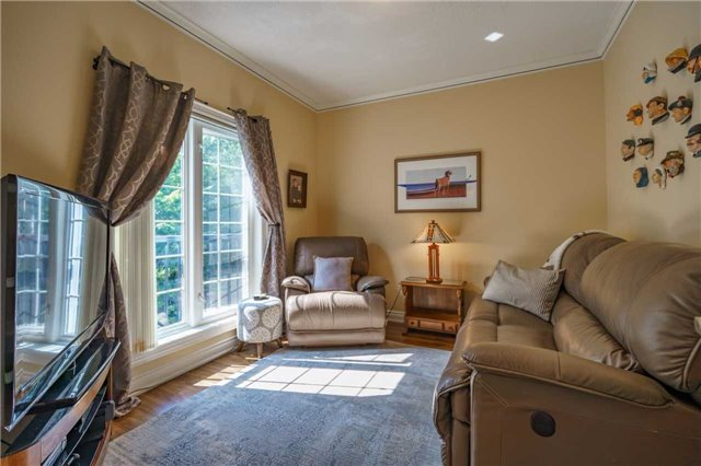 Condo Apartment at 43 Ferndale Dr, Unit 212, Barrie, Ontario. Image 4