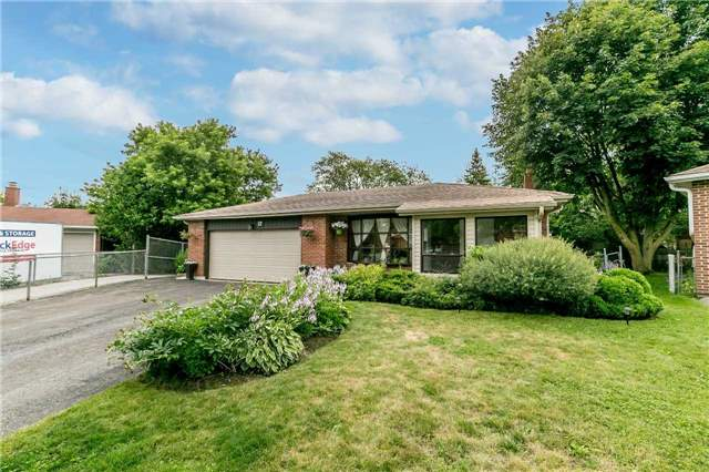 Detached at 17 Grand Pl, Barrie, Ontario. Image 1