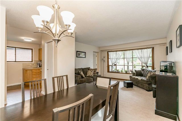 Detached at 17 Grand Pl, Barrie, Ontario. Image 13