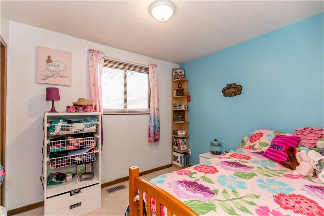 Detached at 17 Grand Pl, Barrie, Ontario. Image 17