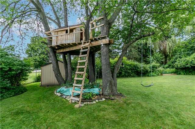 Detached at 17 Grand Pl, Barrie, Ontario. Image 8